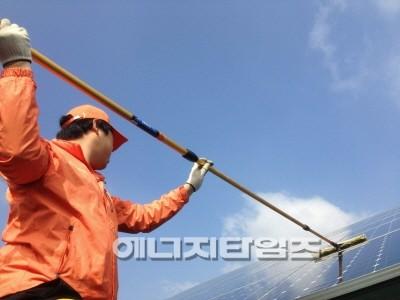 솔라플러스 태양광 청소.jpg